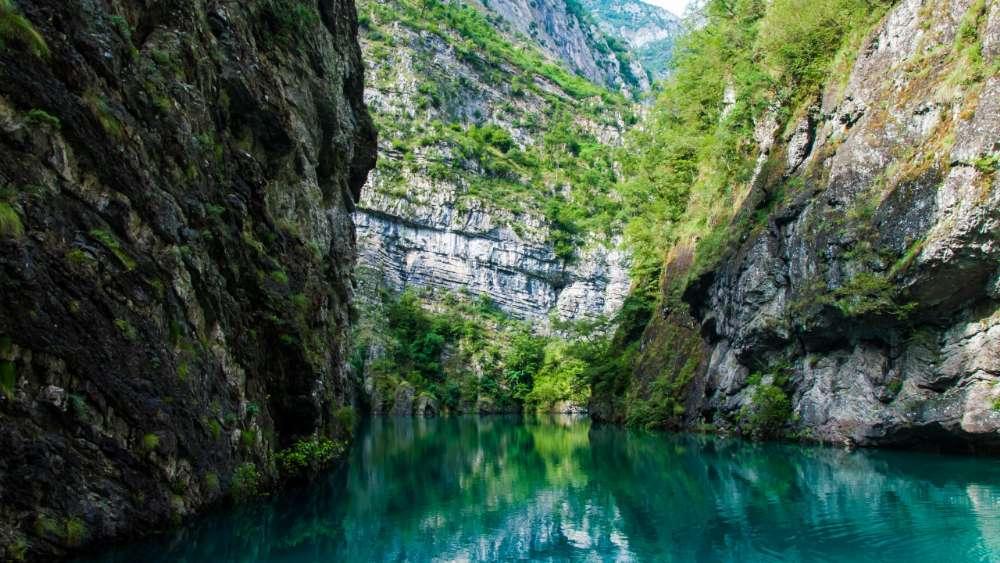 Lake Shkodra - Albania wallpaper