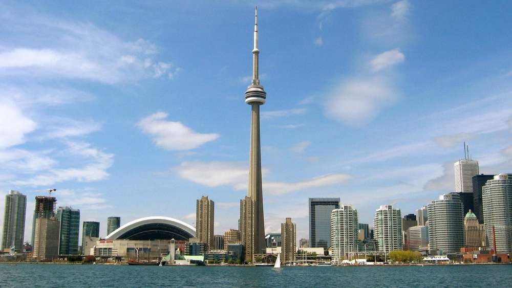 CN Tower at daytime wallpaper