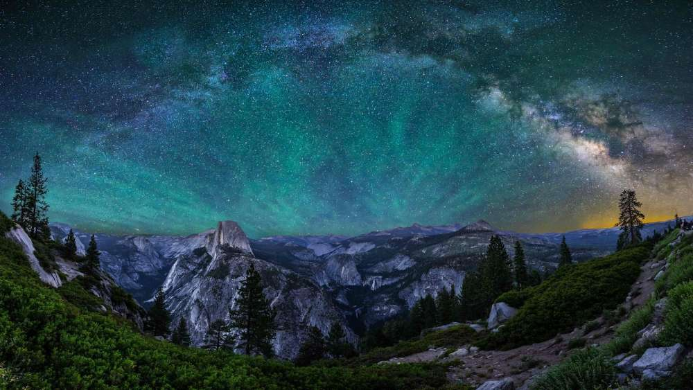Yosemite National Park Milky Way & Aurora Borealis wallpaper
