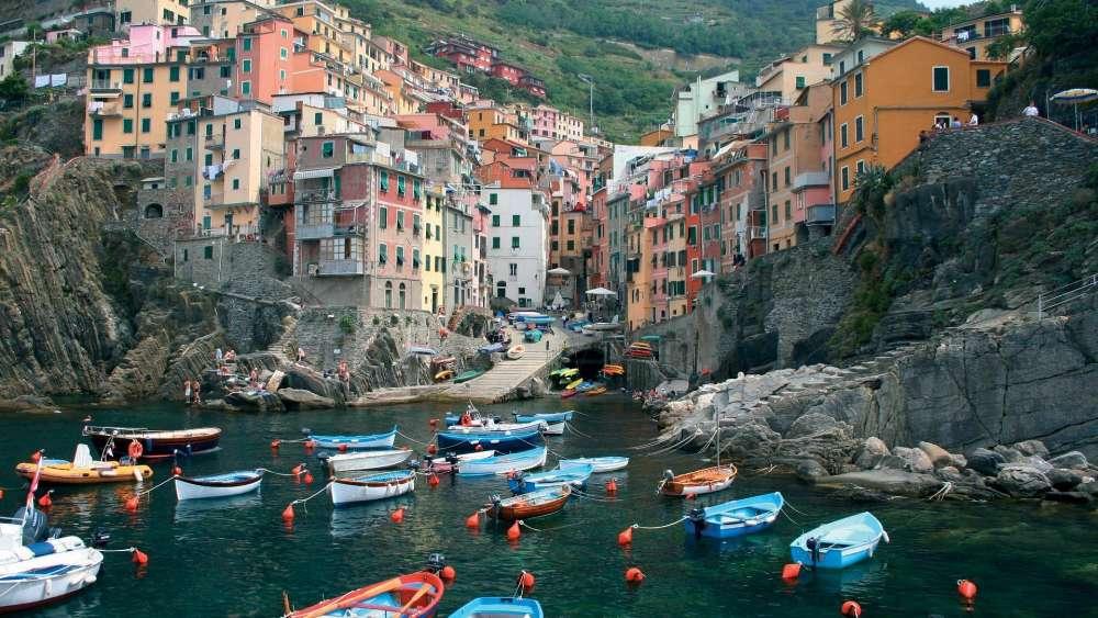 Monterosso al Mare, Cinque Terre, Italy wallpaper