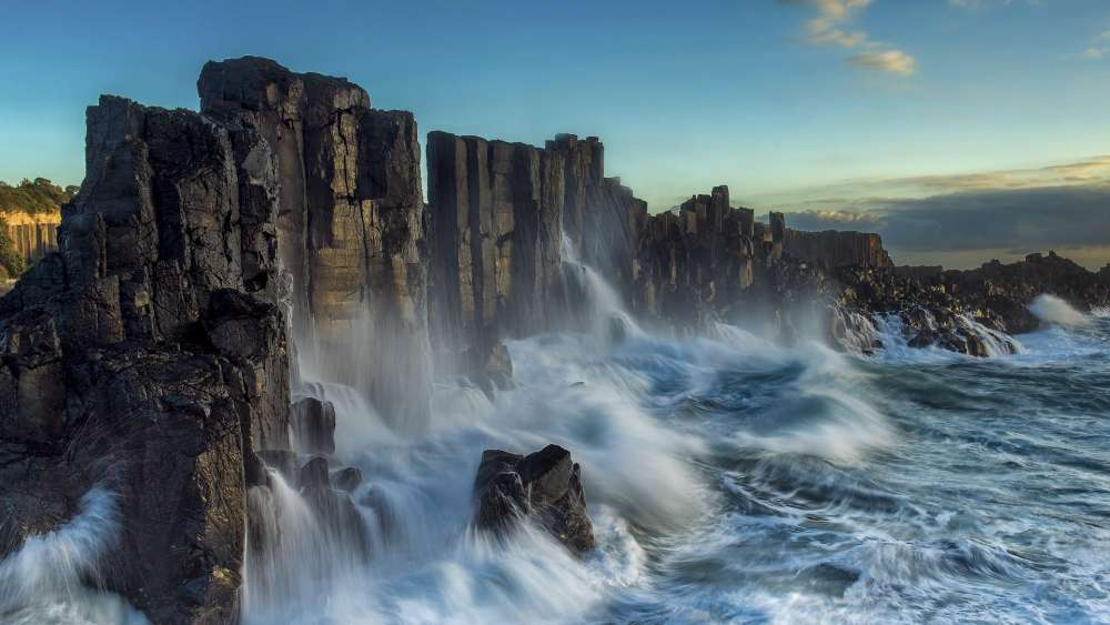 Unusual basalt columns - Bombo Headland Quarry, Australia wallpaper