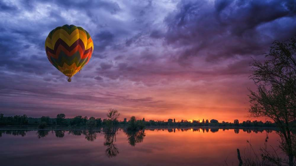 Air balloon in the sunset wallpaper