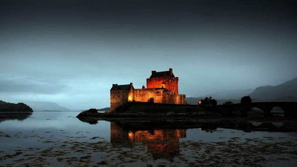 Eilean Donan Castle at dusk wallpaper