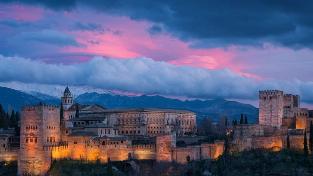 Alhambra Palace at dusk wallpaper