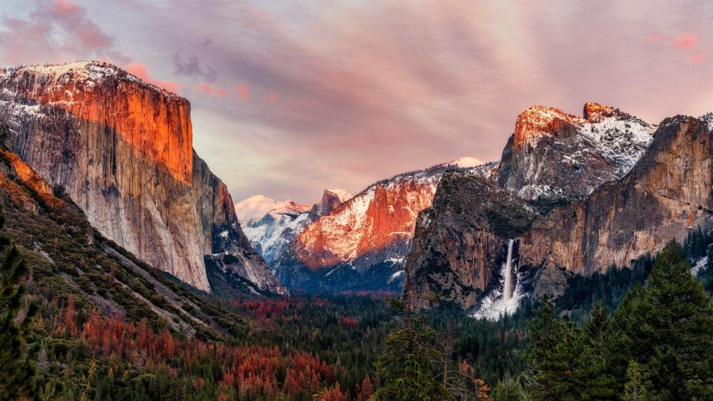 Tunnel view of El Capitan and Cathedral Rocks wallpaper
