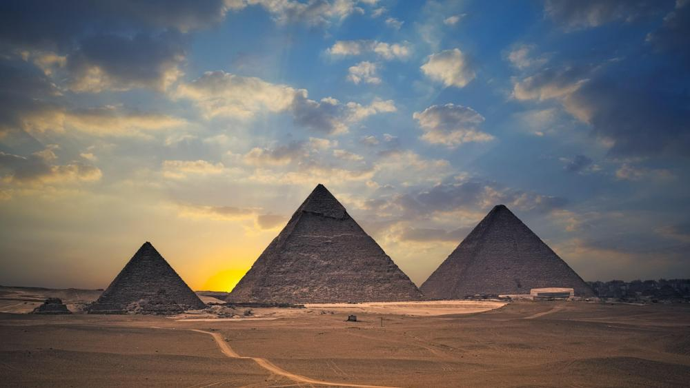 The Pyramids of Giza wallpaper