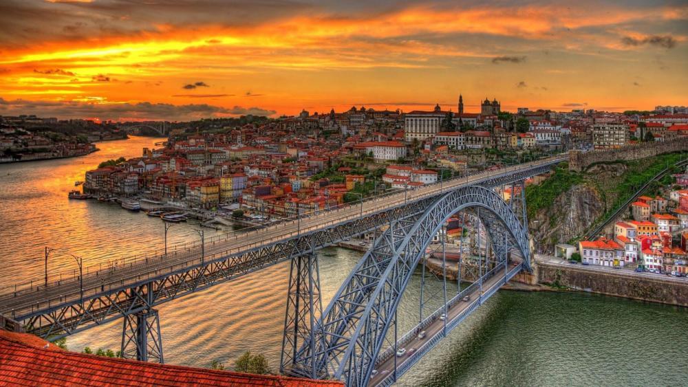 Luis Bridge over the Duero River, Porto, Portugal wallpaper
