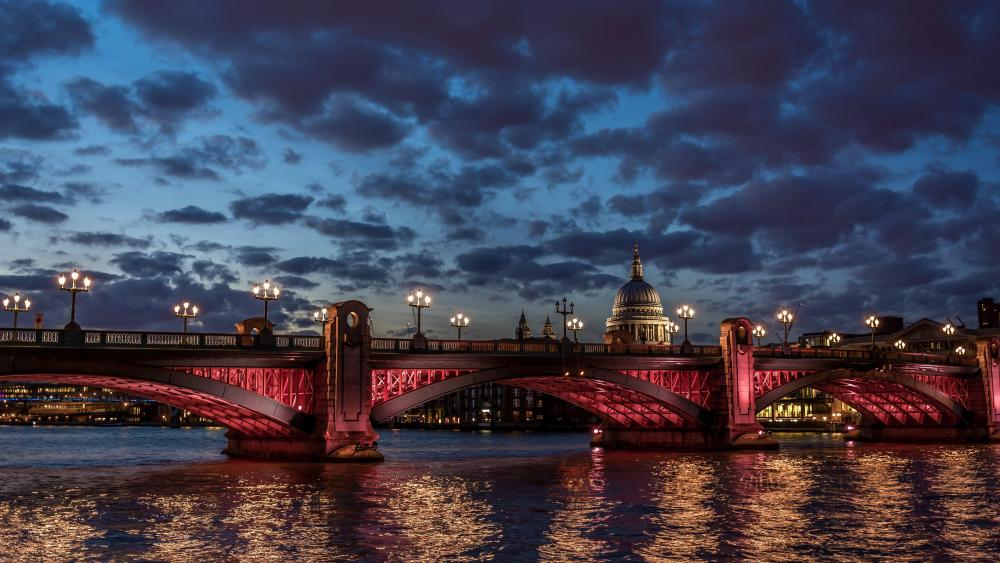 London Bridge over River Thames at night wallpaper