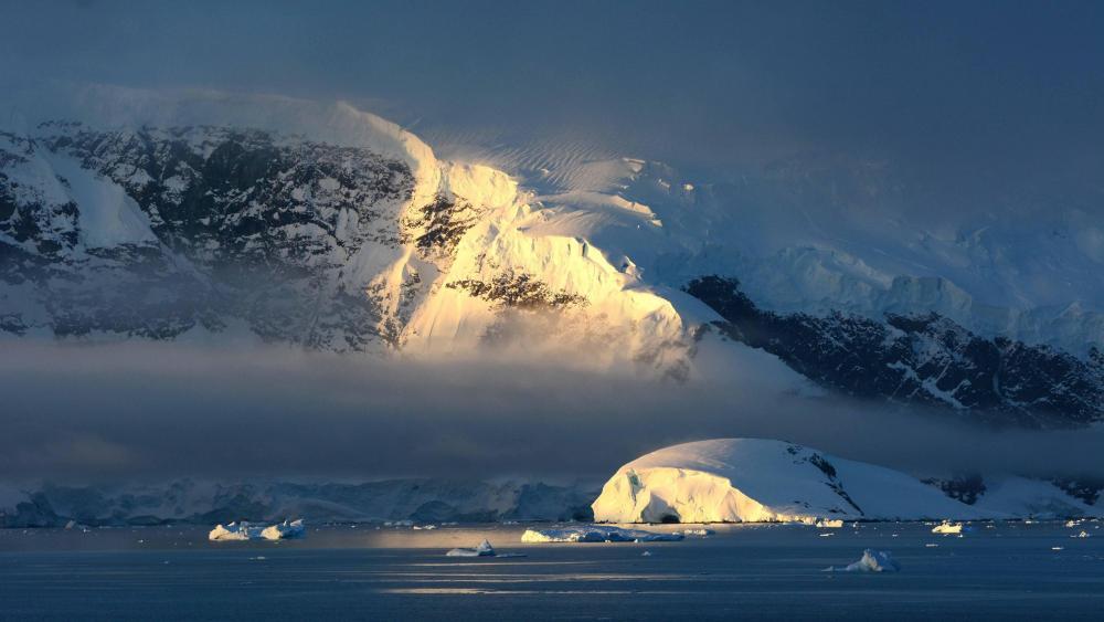 Foggy Antarctica wallpaper