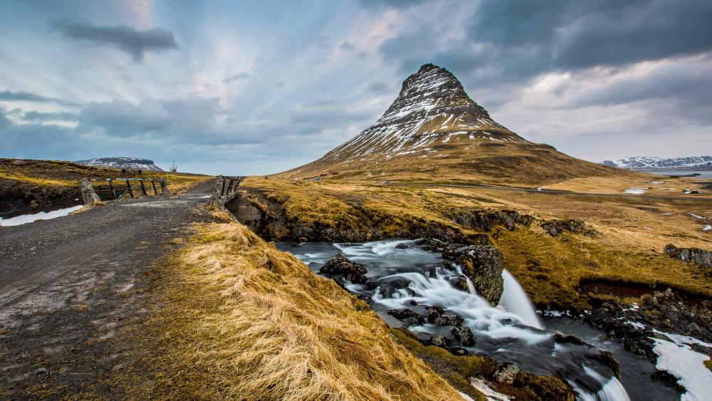 Kirkjufell Mountain - Grundarfjorour, Iceland wallpaper