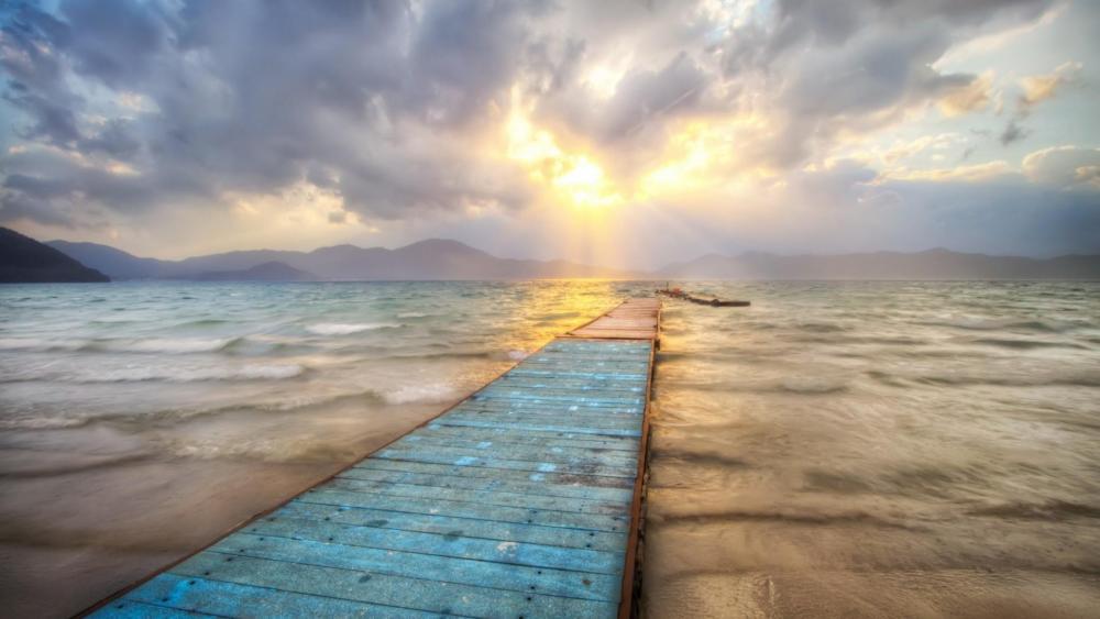 Sunrise above the sea wallpaper