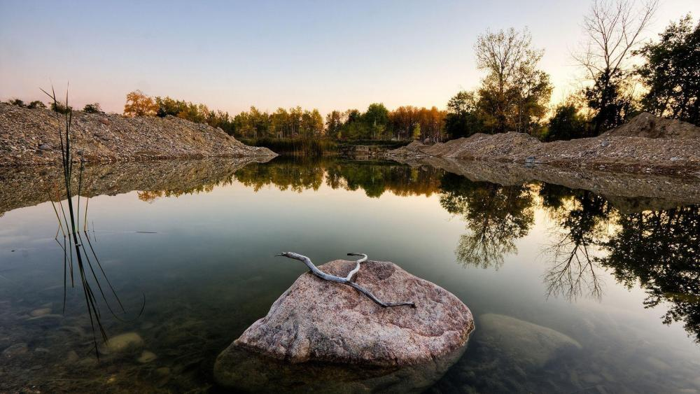 Lake reflection wallpaper