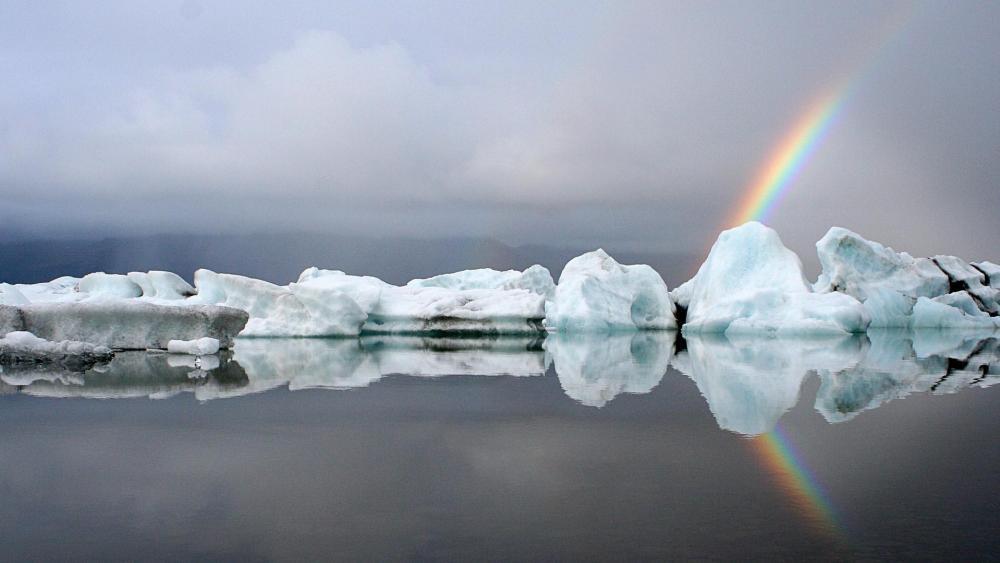 Jökulsárlón landscape with rainbow wallpaper