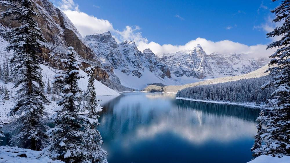 Moraine Lake - Valley of the Ten Peaks in winter ⛰️ wallpaper