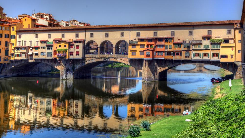 Ponte Vecchio (Old Bridge) in Florence, Italy  wallpaper