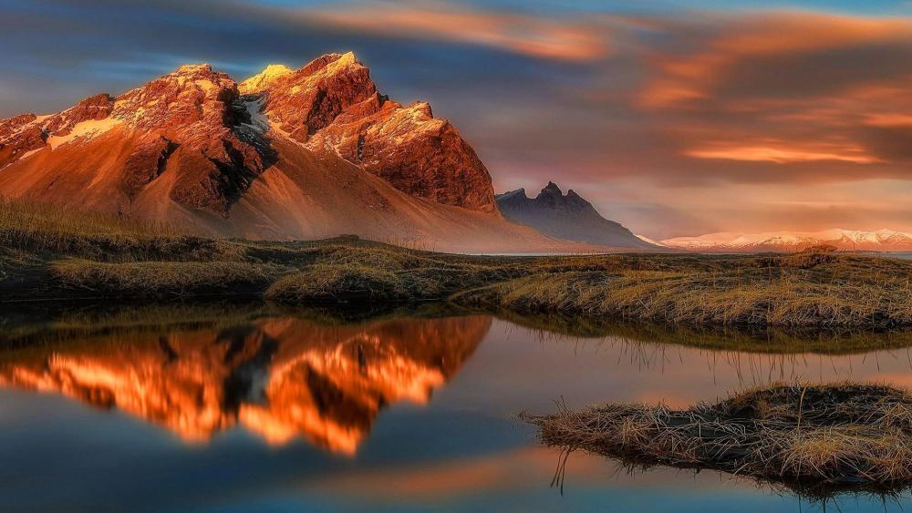 Reflection in water - Vestrahorn, Iceland wallpaper