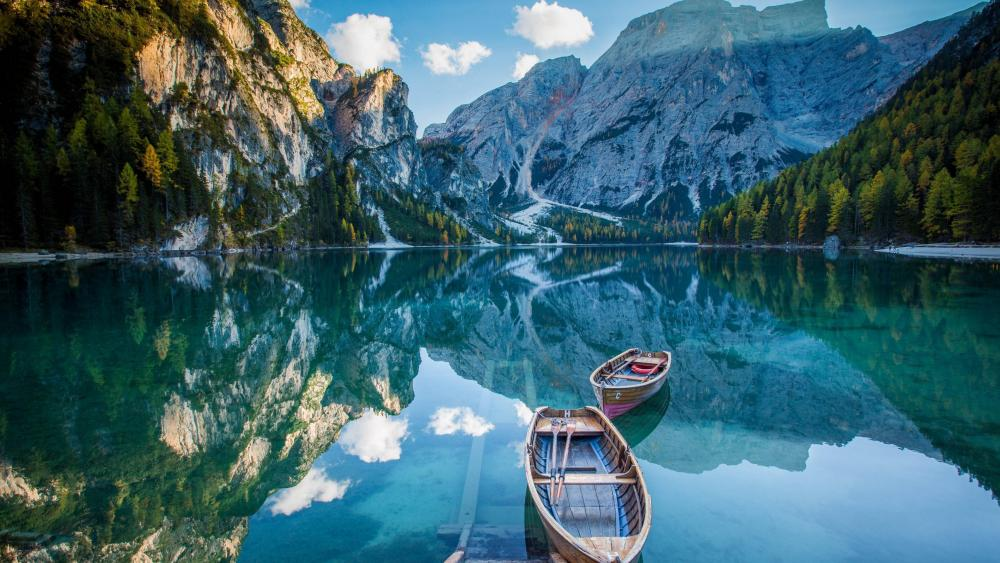 Pragser Wildsee (Lago di Braies) wallpaper