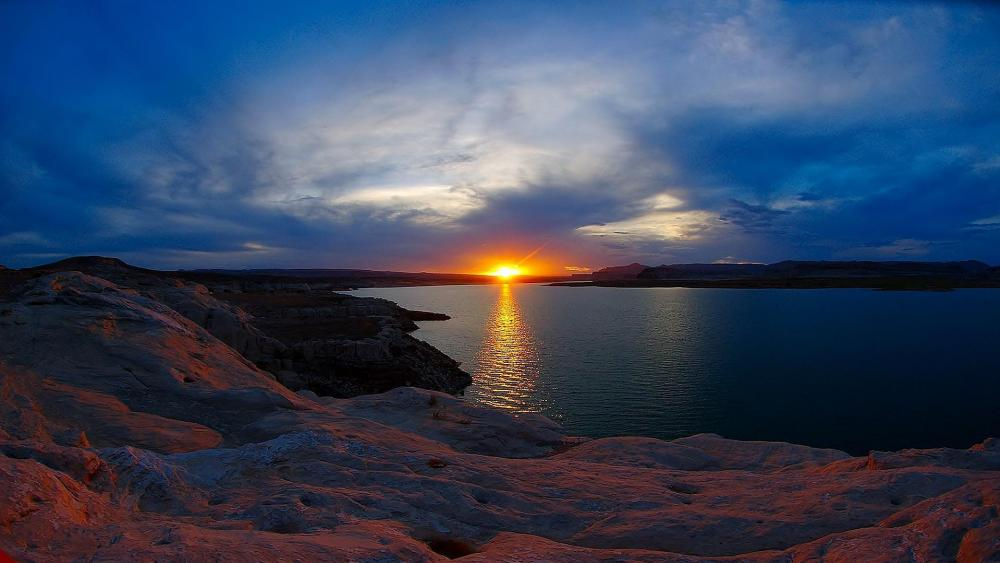 Sunrise over the Lake Powell wallpaper