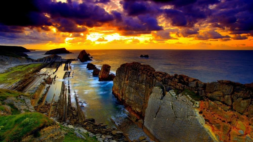 Sunset above the rocky coast wallpaper