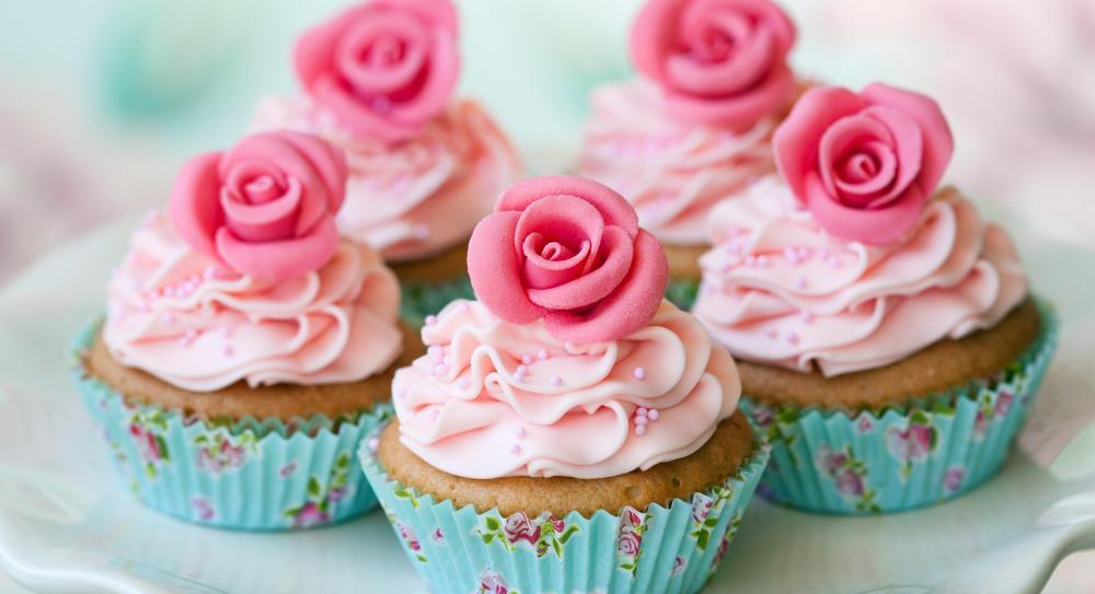 Cupcake with rose wallpaper