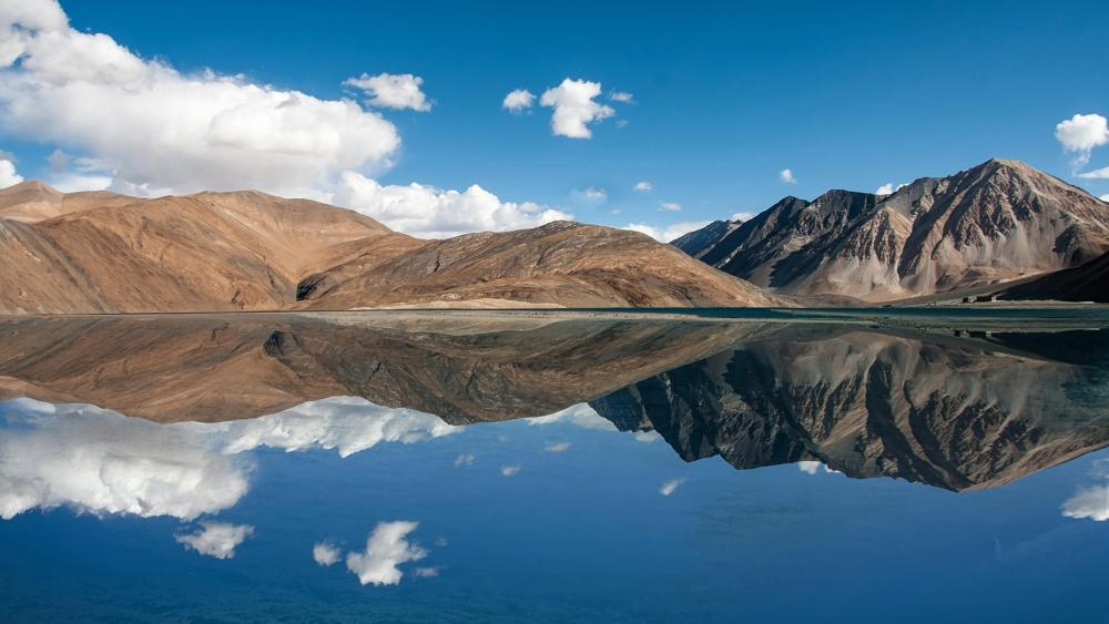 Pangong Lake (Pangong Tso) - Jammu Kashmir, India wallpaper