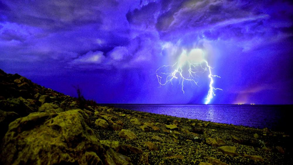 Thunderstorm in the shore ️ wallpaper