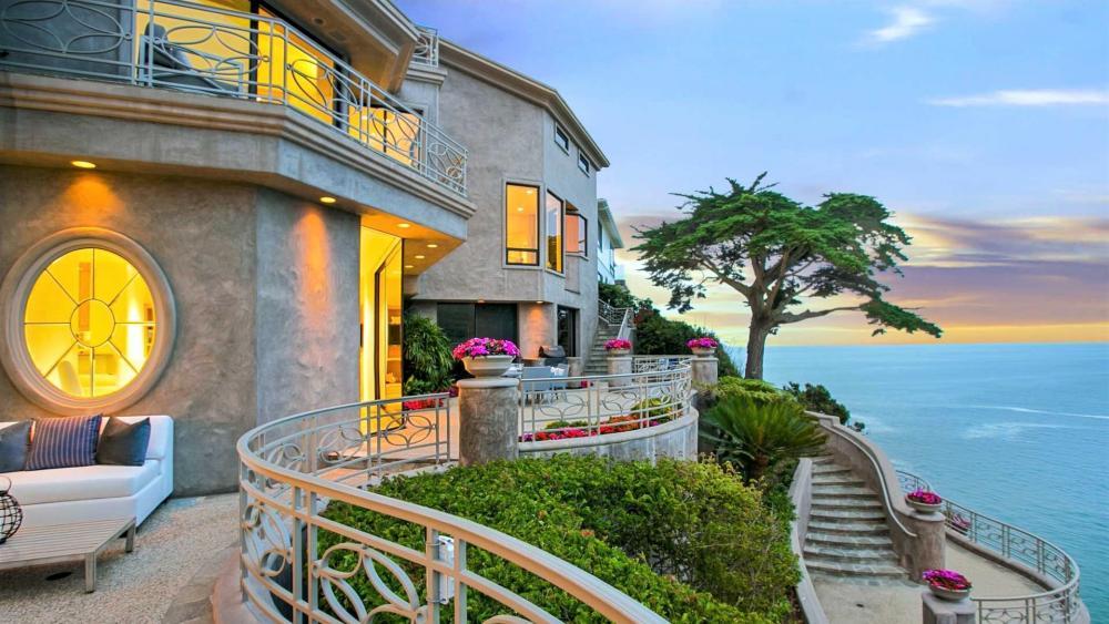 Panoramic view of Emerald Bay, Laguna Beach wallpaper