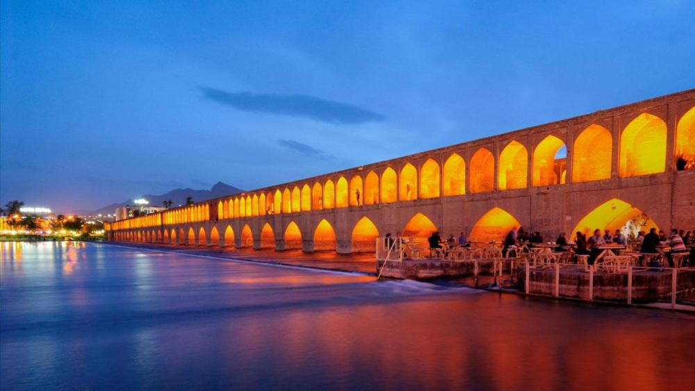 Si-o-se-pol Bridge (Allah-Verdi Khan Bridge) - Iran wallpaper