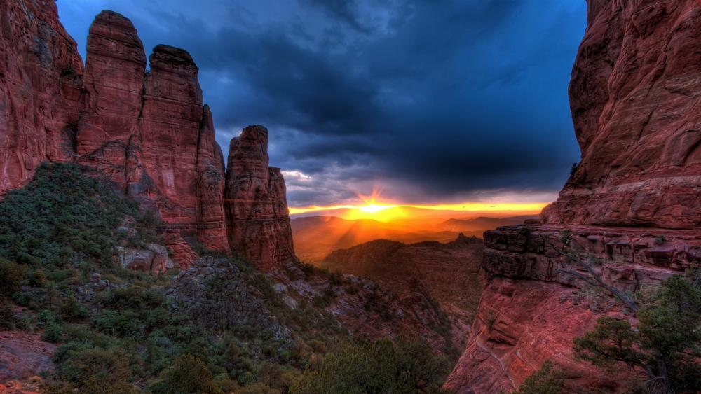 Cathedral Rock in the sunrays wallpaper
