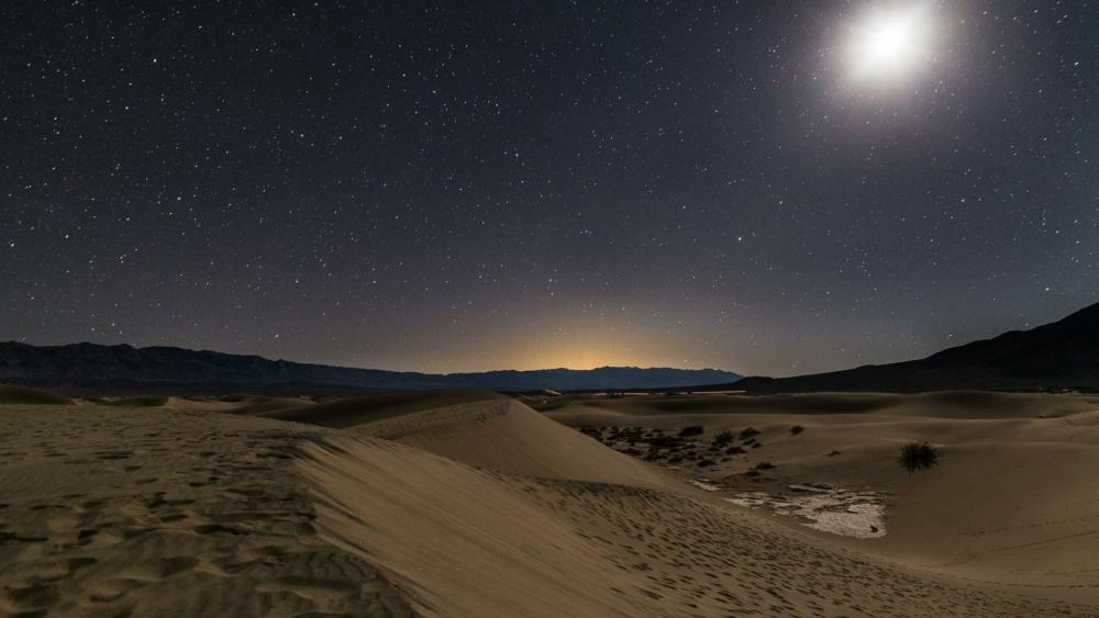 Starry nigh sky over Mesquite Flat Sand Dunes, Death Valley National Park wallpaper