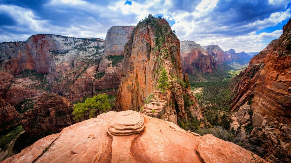 Angels Landing - Birds eye view of the world tallest sandstone cliffs wallpaper