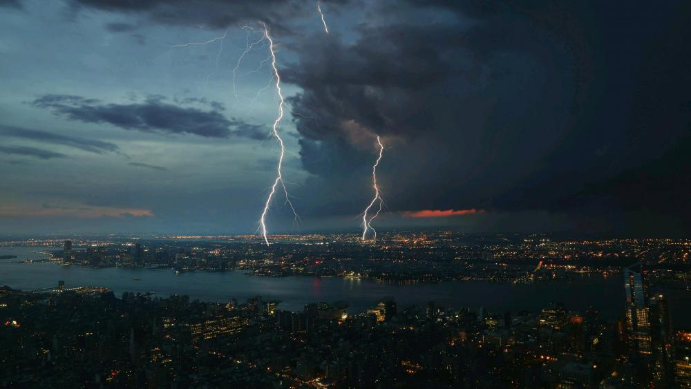 Thunderstorm over the city wallpaper