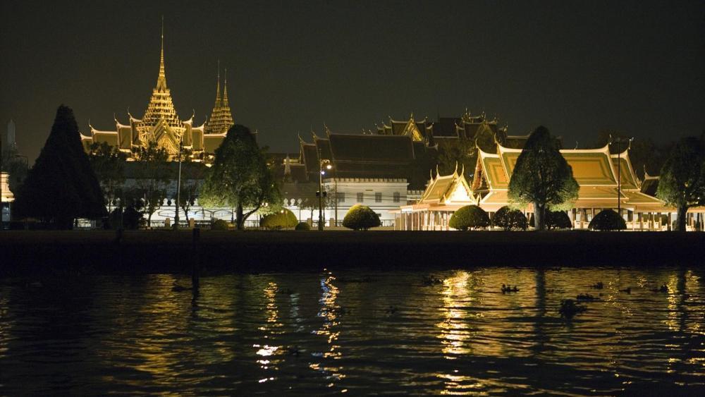Grand Palace at night, Bangkok, Thailand wallpaper