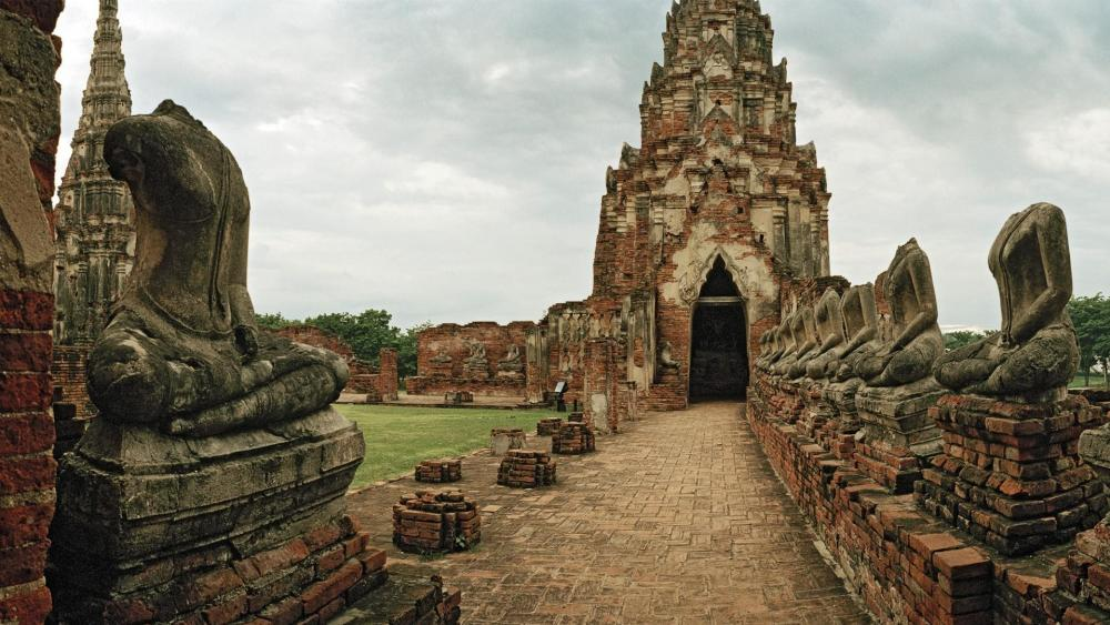 Wat Mahathat (Temple of the Great Relics) in Ayutthaya Historical Park, Thailand wallpaper
