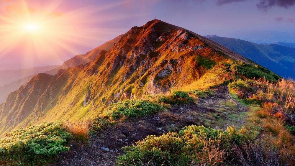 Sunrays over the mountain range wallpaper