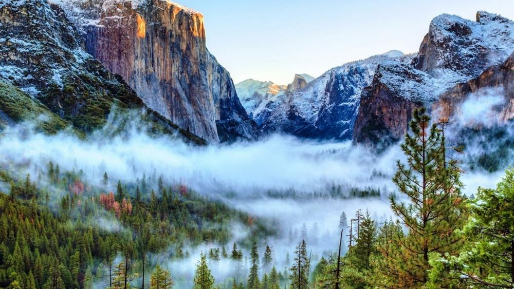 Tunnel view of foggy Yosemite Valley, Yosemite National Park wallpaper