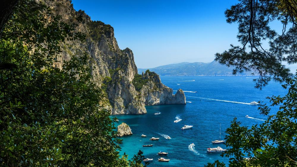 Bay on an island of Capri, Italy wallpaper