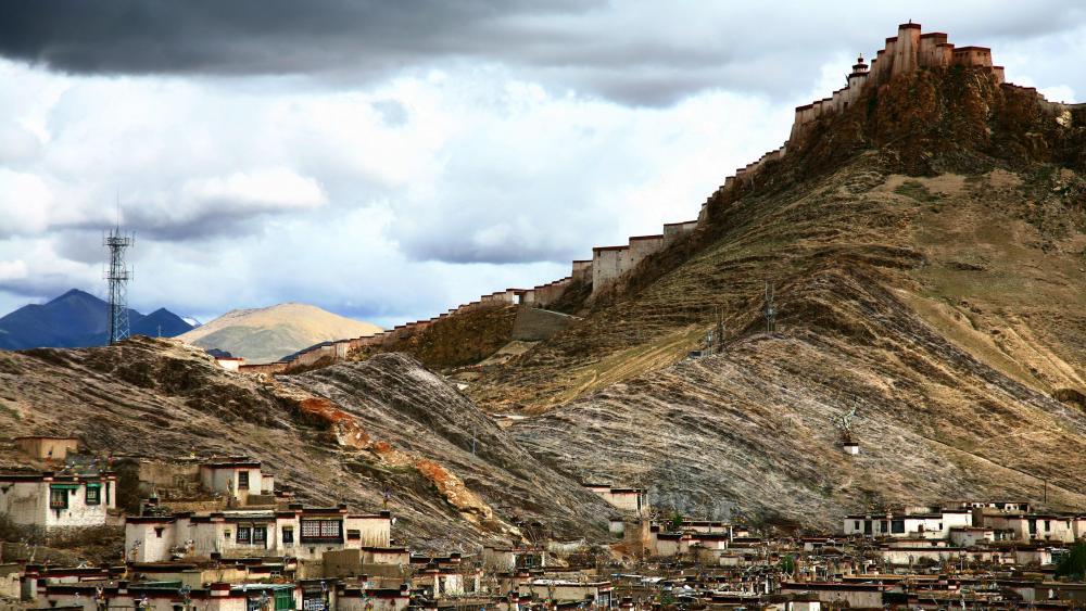 Dzong Fortress (Gyantse Dzong) - Tibet wallpaper
