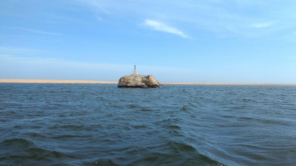 Elephant Rock in Poovar Lake, Kerala wallpaper