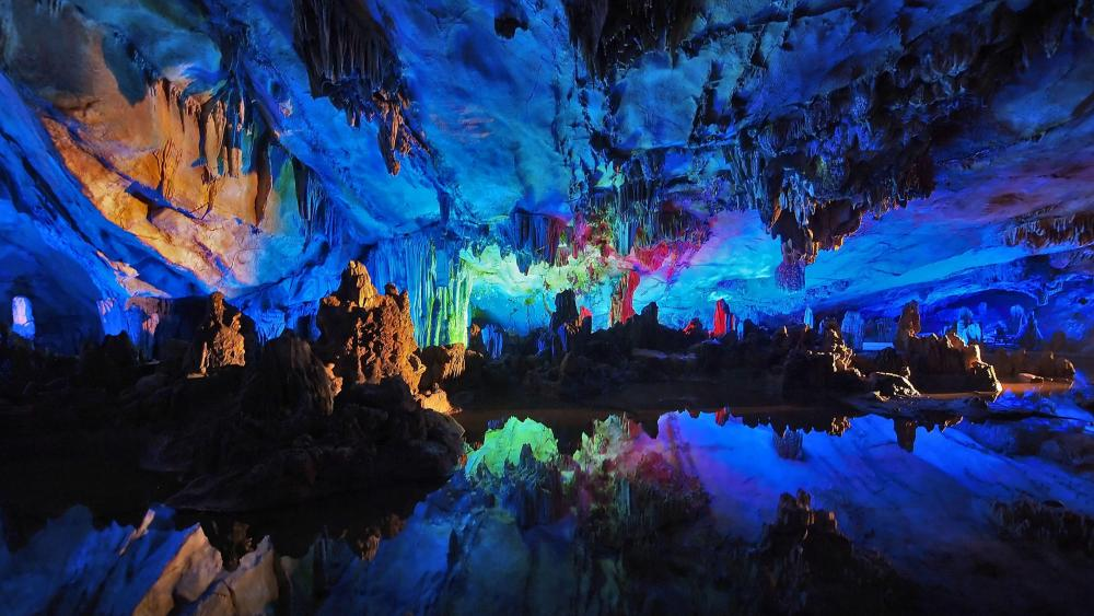 Colofrul neon lights in Reed Flute Cave (China) wallpaper