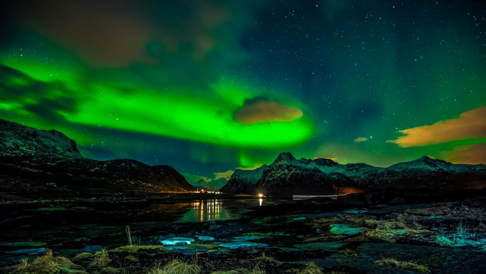 Northern lights over Lofoten wallpaper