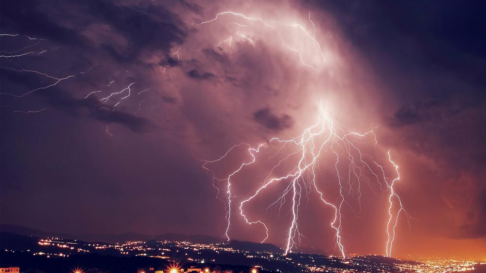 lightning above the city wallpaper
