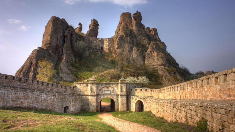 Renowned Belogradchik rocks and Belogradchik Fortress - Bulgaria wallpaper
