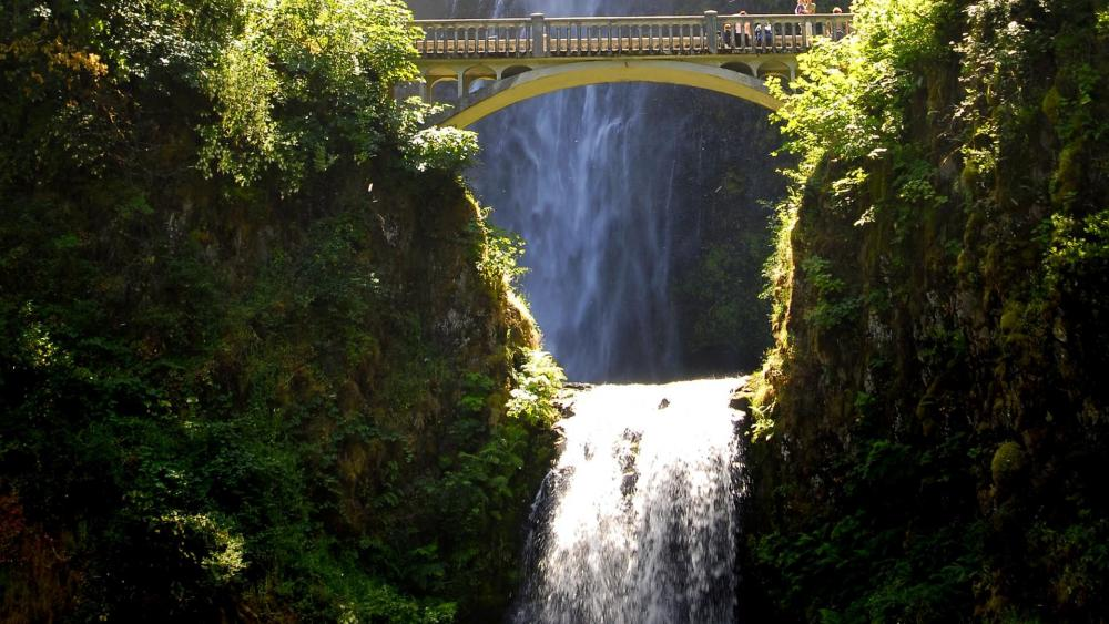 Multnomah Falls & Benson Footbridge wallpaper