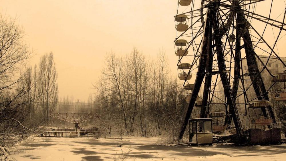 Ferris whell in Pripyat amusement park - Monochrome Photography wallpaper