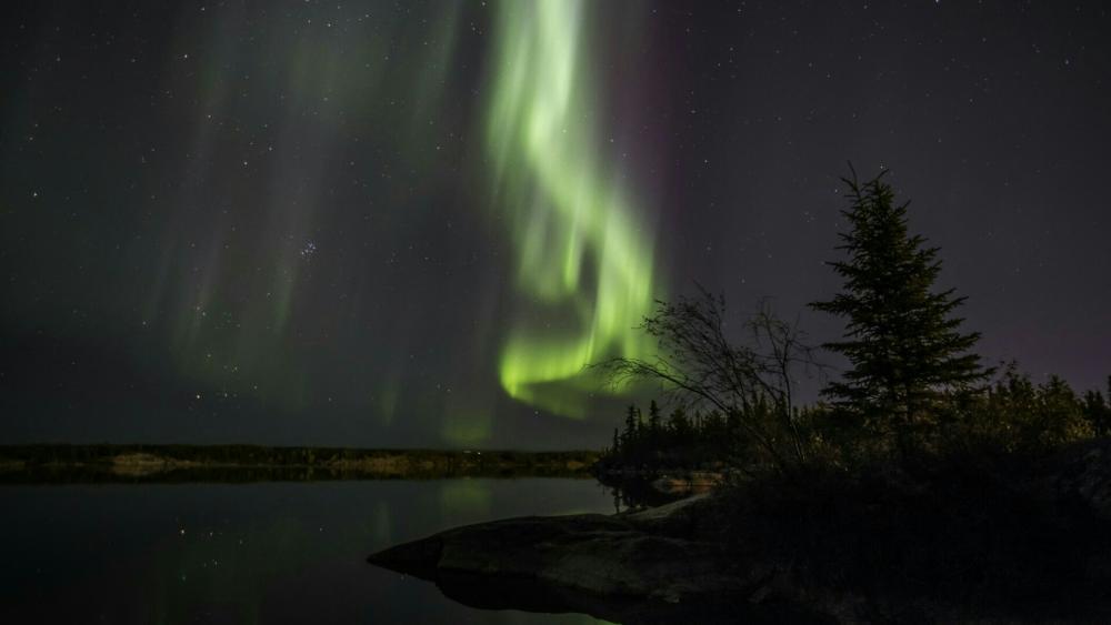 Northern lights - Wiseman, Alaska wallpaper