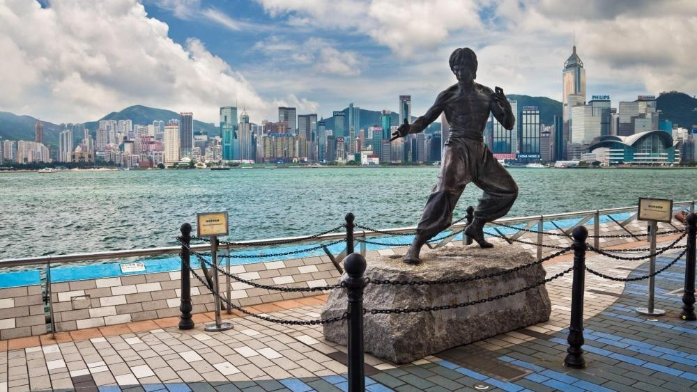 Bruce Lee Statue - Avenue of Stars, Victoria Harbour, Hong Kong wallpaper