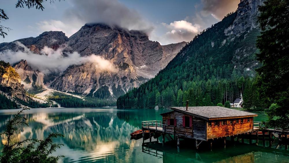 Pragser Wildsee (Italy) wallpaper