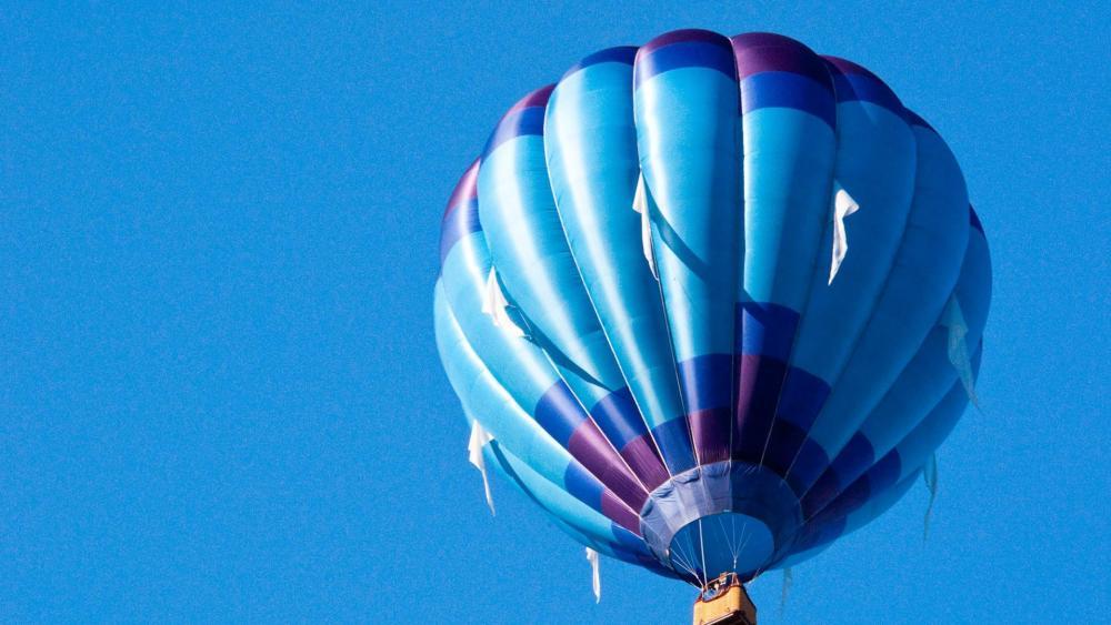Blue hot air balloon wallpaper