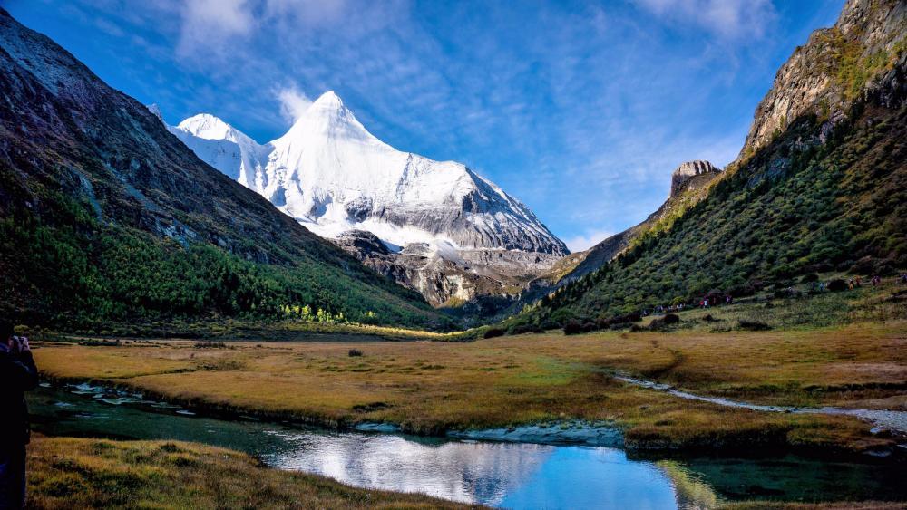 Yangmaiyong Mountain Peak - Yading Nature Reserve, Daocheng County, Sichuan, China wallpaper